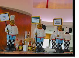 Speisenbeschriftung beim Buffet im MIBC in Albufeira