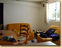 Blick in die Sofa-Ecke des Wohnzimmers