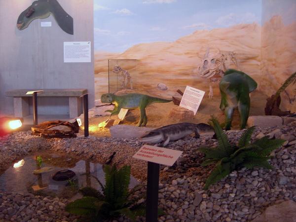 Urzeitmuseum Taufkirchen - Szene mit Dinosauriern