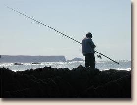 Portugal - Praia da Amoreira: ein Fischer