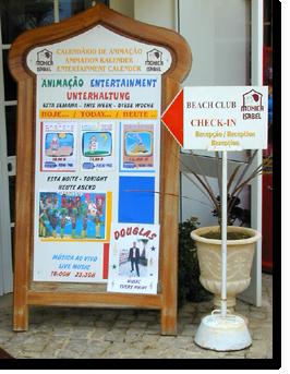 Veranstaltungtafel im Monica Isabel Beach Club in Albufeira