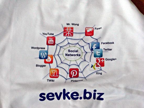 Sweatshirt Rückseite nach Neulieferung - Soziale Netzwerke richtig herum