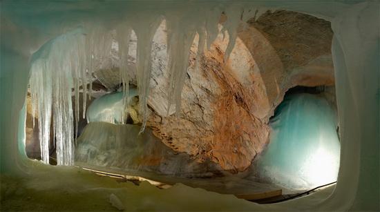 Ein Foto aus dem Inneren der Eishöhle Werfen
