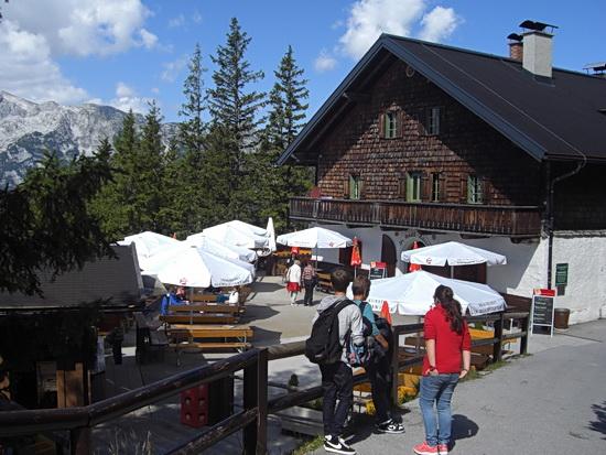 Gastronomie auf 1575 Meter Höhe auf dem Weg zur Eishöhle Werfen