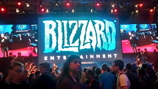 Bildschirmwand am Stand von Blizzard auf der Gamescom 2014