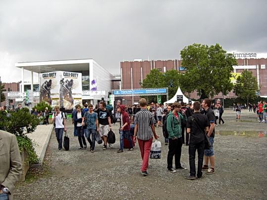 Foto des Vorplatzes vor den Messehallen
