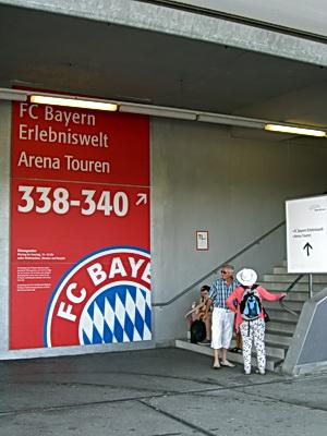 Foto des Hinweisschildes zu den Arena Touren
