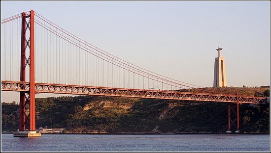 Foto der Ponte 25 de Abril in Lissabon