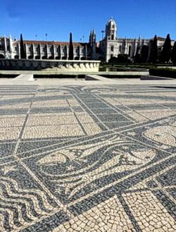 Tierkreis Mosaiken auf der Praça do Império