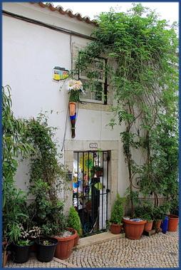 Foto von einem Hauseingang in der Alfama, Lissabon