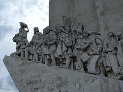Linke Seite des Entdecker-Denkmals in Belém