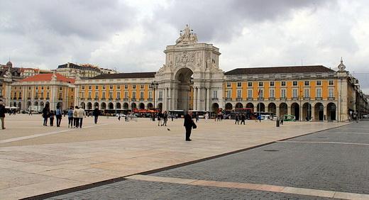 Foto mit Blick auf die Praça do Comércio in Lissabon