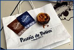 Ein einzelnes Pastel de Belém plus Zimt und Zucker