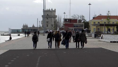 Torre de Belem in der Ferne, davor unsere Gruppe