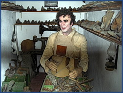 Ein portugiesischer Schuster bei der Arbeit