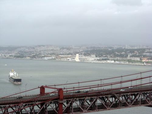 Zurückblicken von der Statue Cristo Rei nach Belém