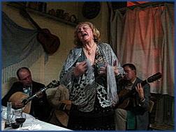 Foto einer Fado-Sängerin