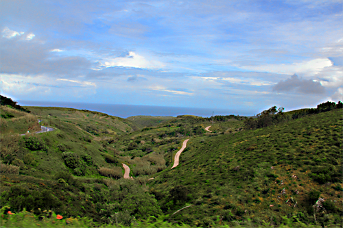 Foto der hügeligen grünen Landschaft am Cabo da Roca