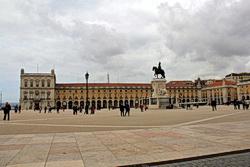 die Westseite der Praça do Comércio