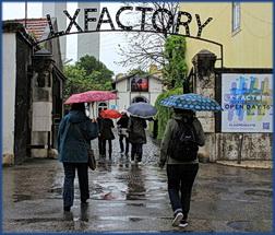 Eingang der LX Factory in Lissabon