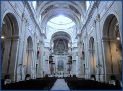 Innenaufnahme der Basilika des Nationalpalasts in Mafra