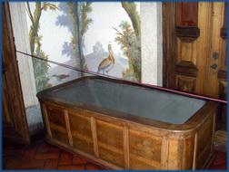 EIn Foto von der badewanne der Königin im Palácio Nacional de Mafra