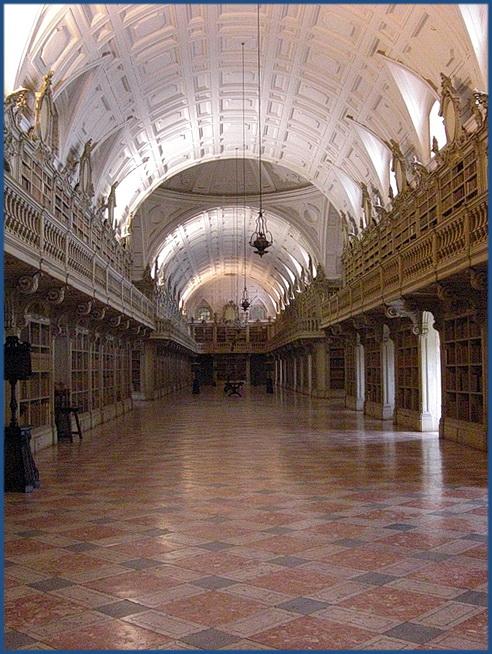 die große Bibliothek im Palácio Nacional de Mafra