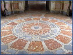 Foto von einem Bodenmosaik im Palácio Nacional de Mafra