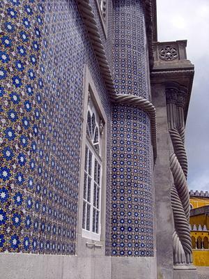 Foto der Außenfassade mit wunderschönen Azulejos und manuelinischen Verzierungen