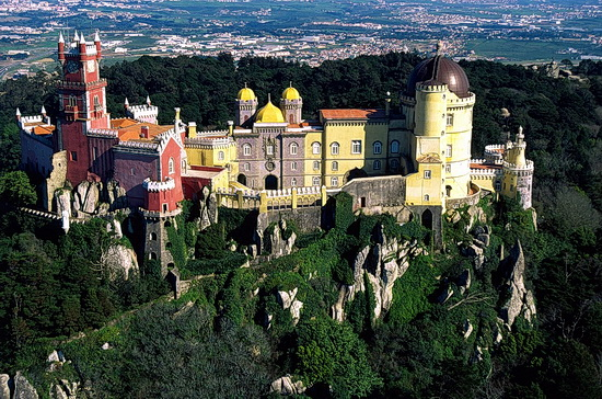 Luftbild der Gesamtanlage des Palácio Nacional da Pena in Sintra