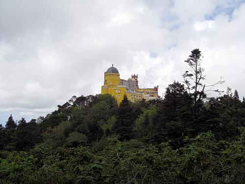 Blick zum Palácio Nacional da Pena in SIntra