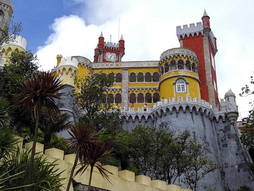 Foto der Vorderseite des Palácio Nacional da Pena in Sintra