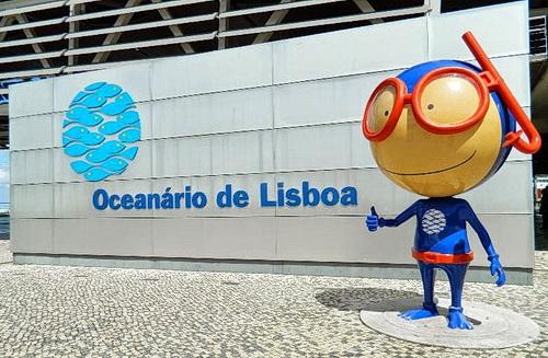 Das Maskottchen vom Oceanário in Lissabon