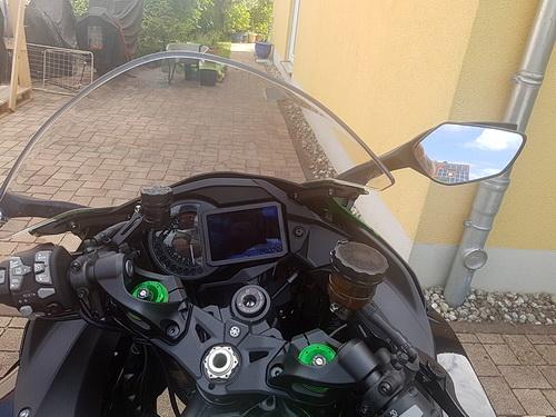 Cockpit der Kawasaki Ninja H2 SX SE
