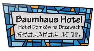 Hinweisschild für das Baumhaushotel in Truisede