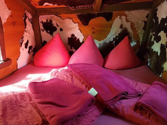 Das große Bett in Judkas Trollfamilienhaus in Turisede