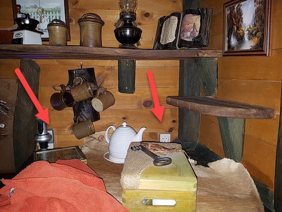 Hinweis auf Steckdosen im Judka Baumhaus